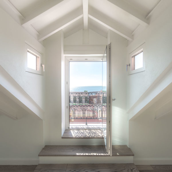 vista mezzanine